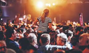 Publiek bij een concert kan goede foto's maken dankzij een geheugenkaart